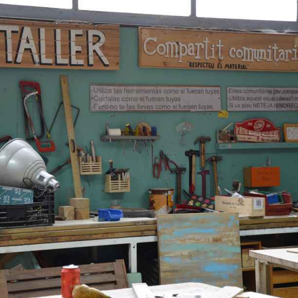 Muebles de madera reciclada e inclusión social