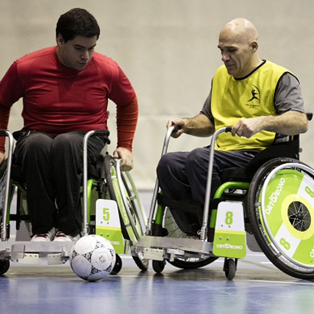 Nace un nuevo deporte: fútbol en silla de ruedas